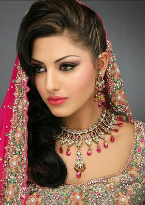 Glamoz Pearls of Arabia package offered by Nuaeem Beauty Salon and Designer Hair Studio -